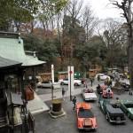 12月の旧車祭で境内にズラリと並ぶクラシックカー