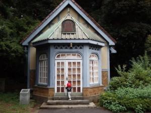 「武蔵野の森の小さな小屋」野口 栄