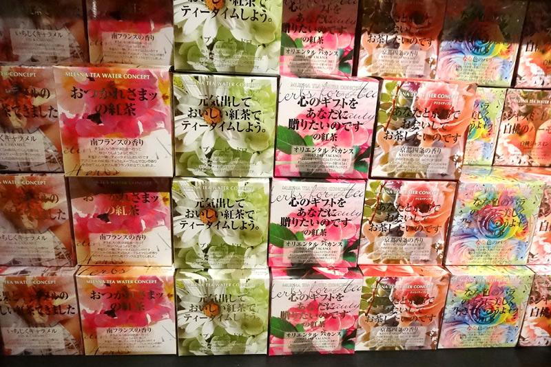 パッケージにご注目下さい。紅茶のネームと共にメッセージが入っています。大切な方への贈り物にいかがでしょうか。